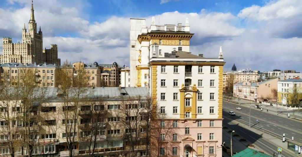 Аренда однокомнатной квартиры Москва, метро Баррикадная, Новинский бульвар 15, цена 65000 рублей, 2020 год объявление №1050425 на megabaz.ru