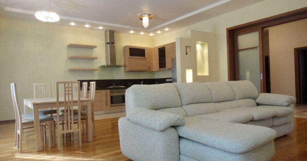Аренда дома деревня Жуковка, цена 320000 рублей, 2020 год объявление №1238839 на megabaz.ru