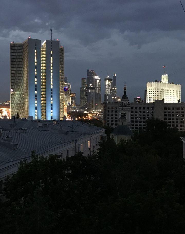 Аренда двухкомнатной квартиры Москва, метро Баррикадная, Новинский бульвар 15, цена 75000 рублей, 2021 год объявление №1130934 на megabaz.ru