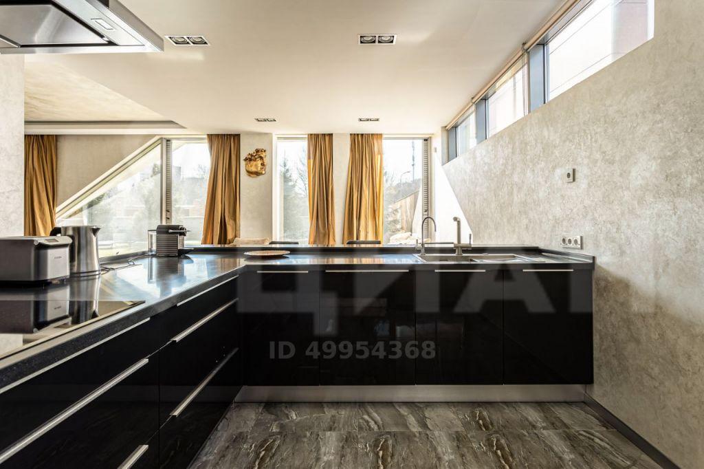 Продажа дома поселок Барвиха, Соловьиная улица, цена 75000000 рублей, 2021 год объявление №396664 на megabaz.ru