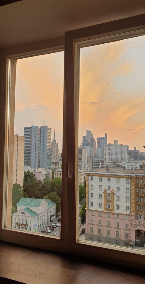 Аренда комнаты Москва, метро Баррикадная, Новинский бульвар 18с1, цена 30000 рублей, 2021 год объявление №1114855 на megabaz.ru