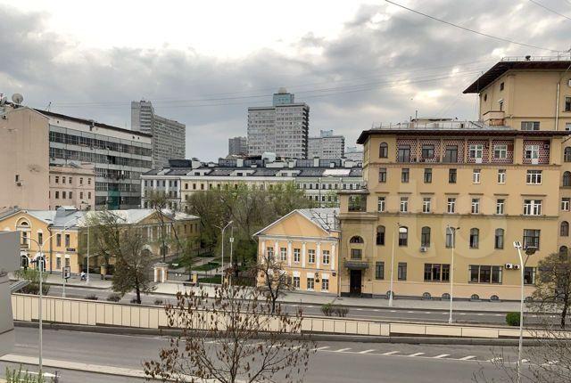 Аренда трёхкомнатной квартиры Москва, метро Арбатская, Никитский бульвар 8, цена 130000 рублей, 2021 год объявление №1320439 на megabaz.ru