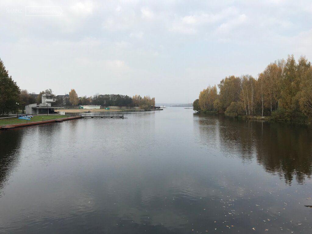 Продажа трёхкомнатной квартиры поселок Поведники, цена 6090000 рублей, 2021 год объявление №525221 на megabaz.ru