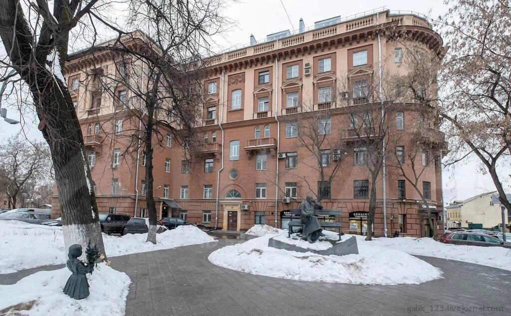 Аренда трёхкомнатной квартиры Москва, метро Баррикадная, Поварская улица 35, цена 170000 рублей, 2021 год объявление №1132755 на megabaz.ru