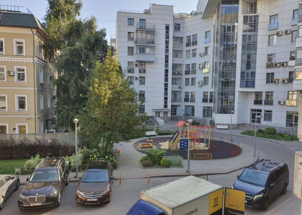Продажа трёхкомнатной квартиры Москва, метро Новослободская, Весковский переулок 3, цена 55000000 рублей, 2021 год объявление №493223 на megabaz.ru