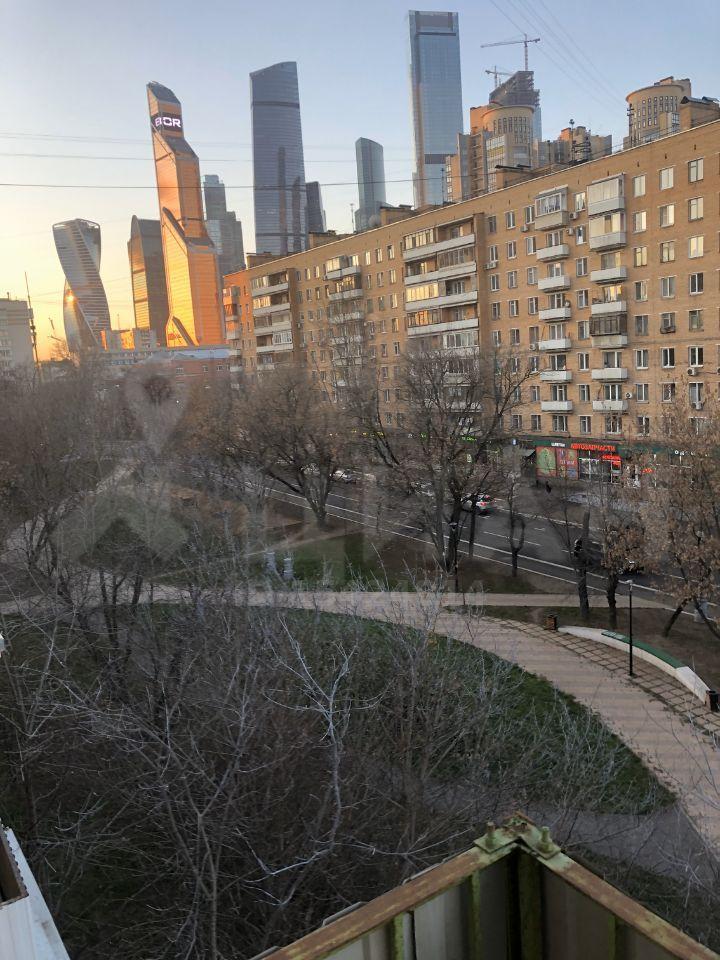 Аренда двухкомнатной квартиры Москва, метро Выставочная, Стрельбищенский переулок 10, цена 60000 рублей, 2021 год объявление №1090670 на megabaz.ru