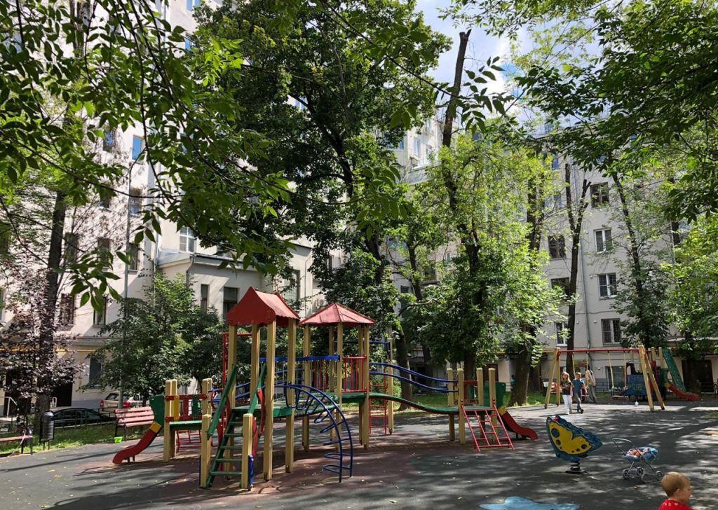 Аренда трёхкомнатной квартиры Москва, метро Чистые пруды, Чистопрудный бульвар 12к3, цена 80000 рублей, 2021 год объявление №1201557 на megabaz.ru