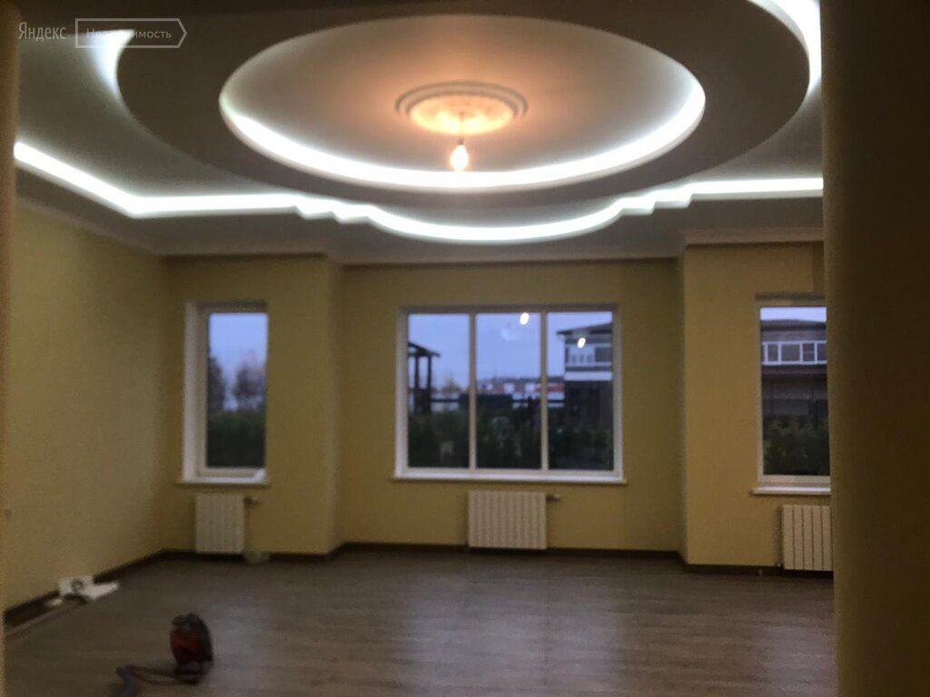 Аренда дома деревня Покровское, 3-я Рождественская улица, цена 390000 рублей, 2021 год объявление №1307946 на megabaz.ru