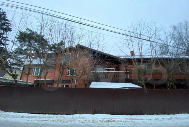 Аренда дома поселок Челюскинский, Первомайская улица 10, цена 15000 рублей, 2021 год объявление №1297085 на megabaz.ru