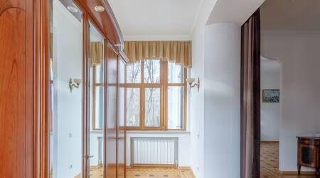 Аренда двухкомнатной квартиры Москва, метро Кропоткинская, Староконюшенный переулок 35с2, цена 130000 рублей, 2021 год объявление №1236754 на megabaz.ru