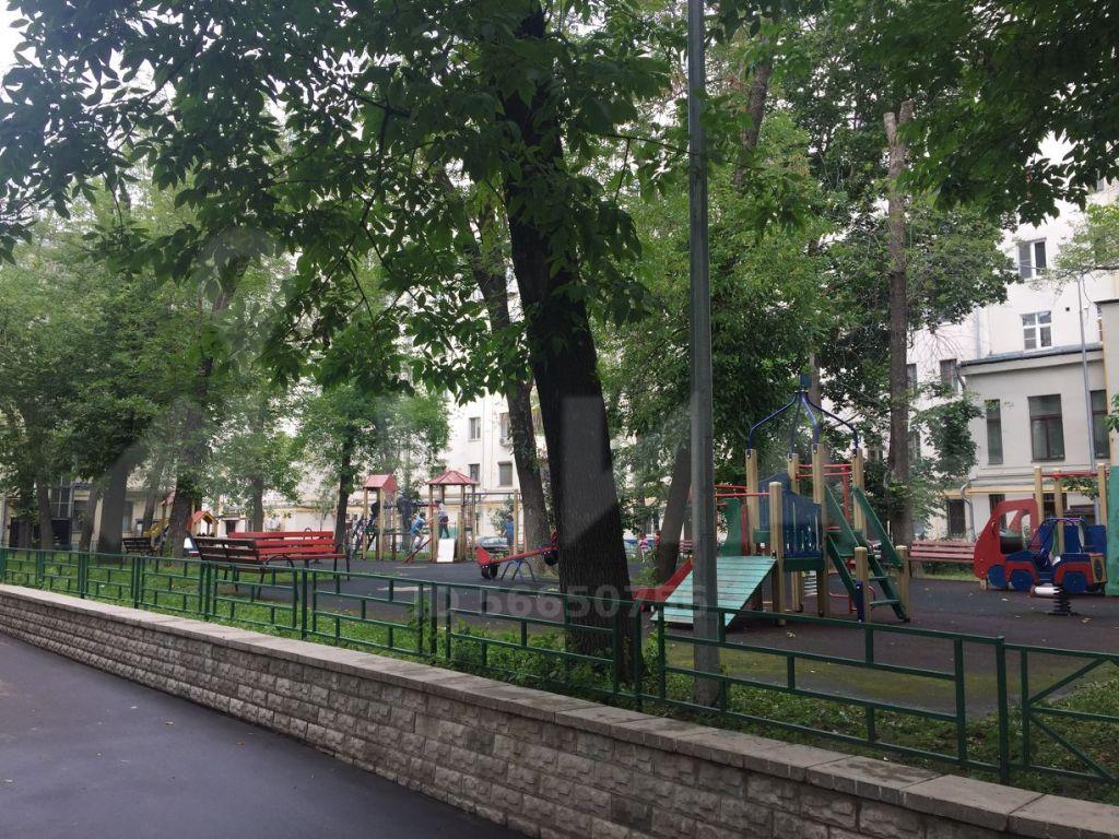 Аренда двухкомнатной квартиры Москва, метро Чистые пруды, Чистопрудный бульвар 12к4, цена 80000 рублей, 2021 год объявление №1211983 на megabaz.ru