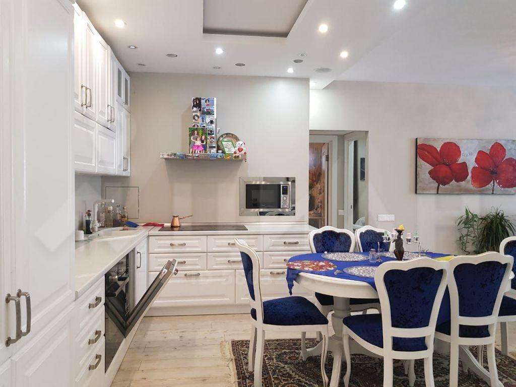 Продажа трёхкомнатной квартиры рабочий поселок Новоивановское, Можайское шоссе 50, цена 13600000 рублей, 2021 год объявление №495808 на megabaz.ru
