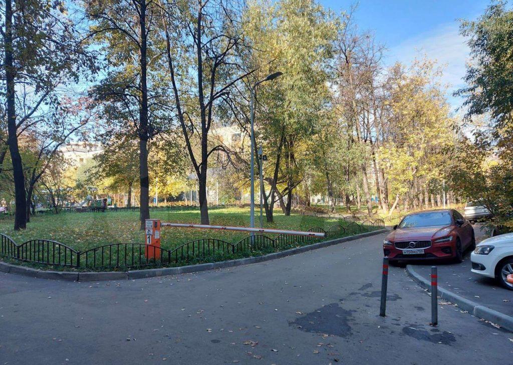 Продажа однокомнатной квартиры Москва, метро Киевская, улица Плющиха 42, цена 16500000 рублей, 2021 год объявление №708261 на megabaz.ru