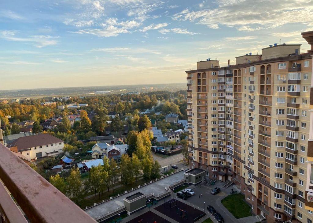 Аренда однокомнатной квартиры Звенигород, Нахабинское шоссе 1к2, цена 25000 рублей, 2020 год объявление №1228910 на megabaz.ru