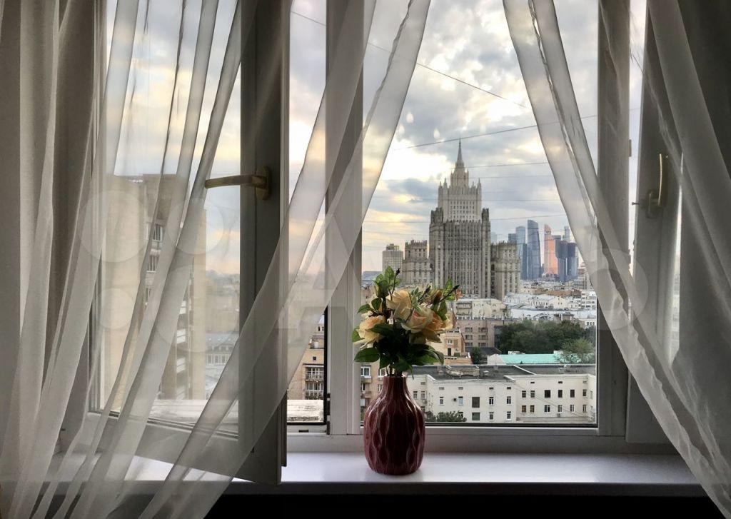 Аренда двухкомнатной квартиры Москва, метро Кропоткинская, Малый Власьевский переулок 6, цена 100000 рублей, 2021 год объявление №1431247 на megabaz.ru