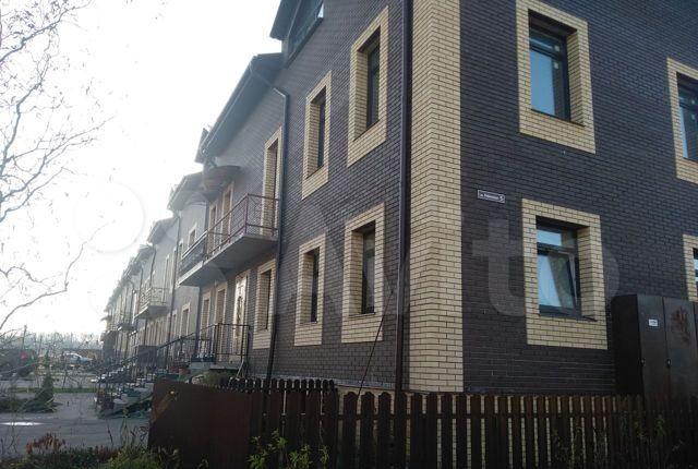 Продажа студии деревня Красное, Кленовая улица 3/1, цена 1600000 рублей, 2021 год объявление №531255 на megabaz.ru