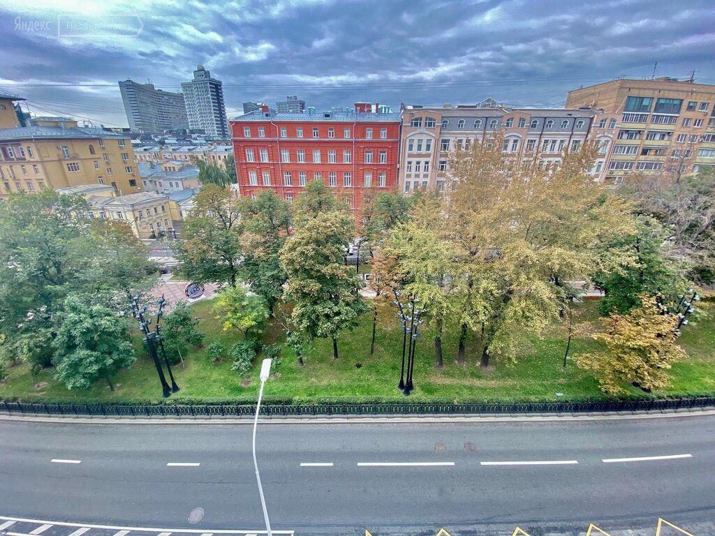 Аренда трёхкомнатной квартиры Москва, метро Арбатская, Никитский бульвар 12, цена 270000 рублей, 2021 год объявление №1465306 на megabaz.ru