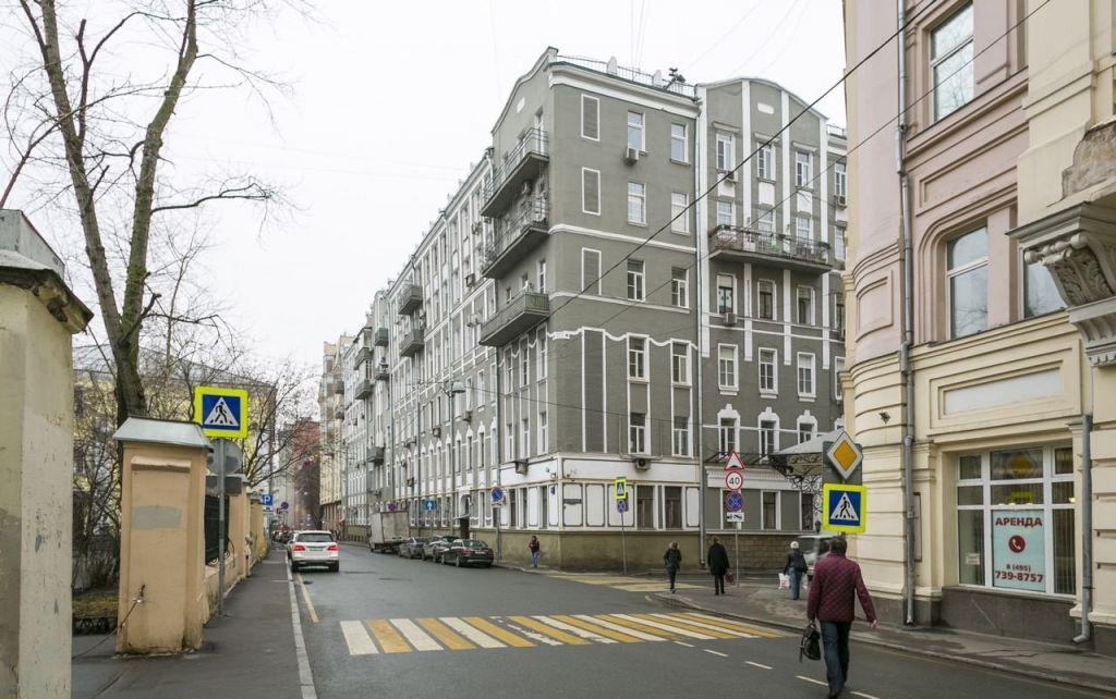 Аренда двухкомнатной квартиры Москва, метро Тургеневская, Милютинский переулок 11, цена 100000 рублей, 2021 год объявление №1252988 на megabaz.ru