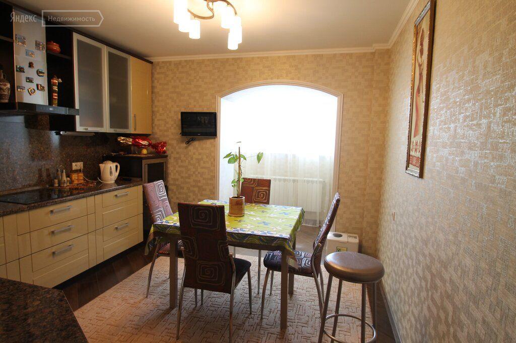Продажа двухкомнатной квартиры посёлок Виноградово, Зелёная улица 7, цена 4000000 рублей, 2021 год объявление №663386 на megabaz.ru