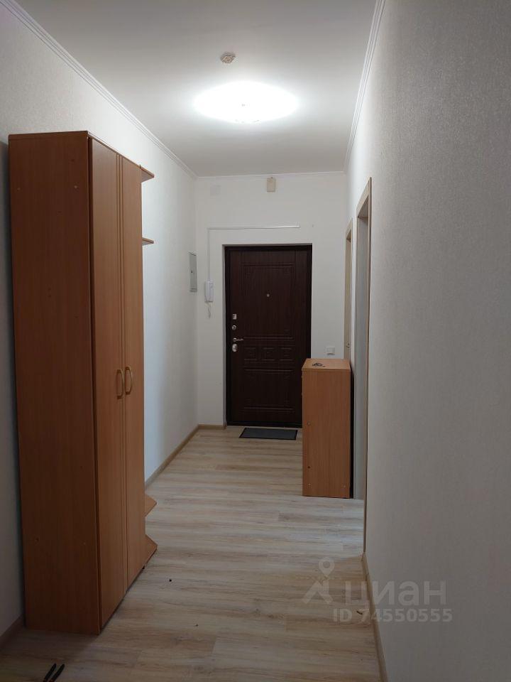 Аренда трёхкомнатной квартиры деревня Чёрная, Садовая улица 18к1, цена 36000 рублей, 2021 год объявление №1404711 на megabaz.ru