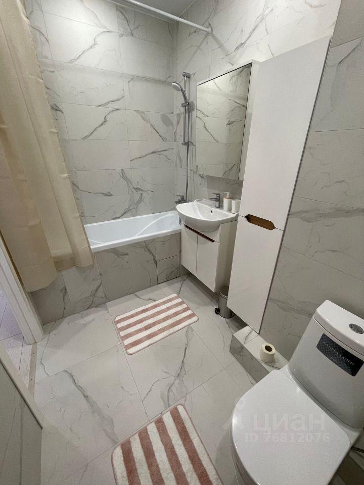 Аренда двухкомнатной квартиры деревня Голубое, Сургутский проезд 1к2, цена 40000 рублей, 2021 год объявление №1430243 на megabaz.ru
