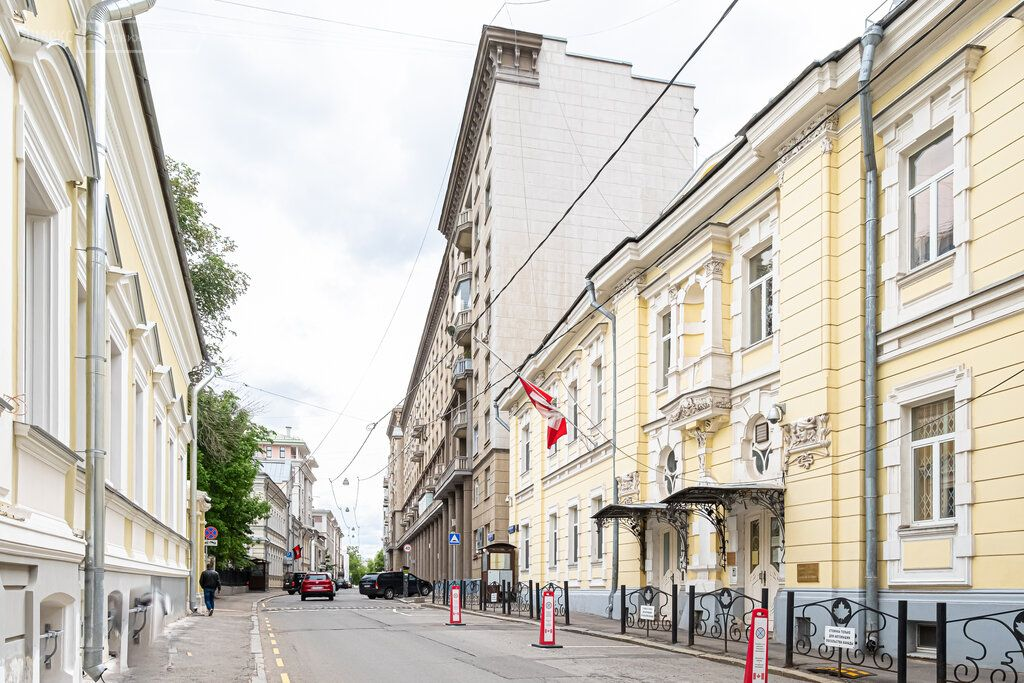 Продажа двухкомнатной квартиры Москва, метро Кропоткинская, Староконюшенный переулок 19, цена 29799 рублей, 2021 год объявление №630892 на megabaz.ru