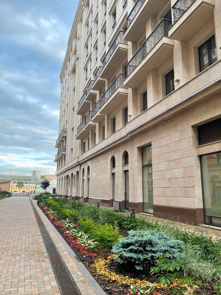 Продажа четырёхкомнатной квартиры Москва, метро Боровицкая, Софийская набережная 34, цена 125000000 рублей, 2021 год объявление №632087 на megabaz.ru