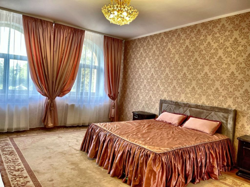 Аренда дома деревня Жуковка, Берёзовая улица, цена 300000 рублей, 2021 год объявление №1408740 на megabaz.ru