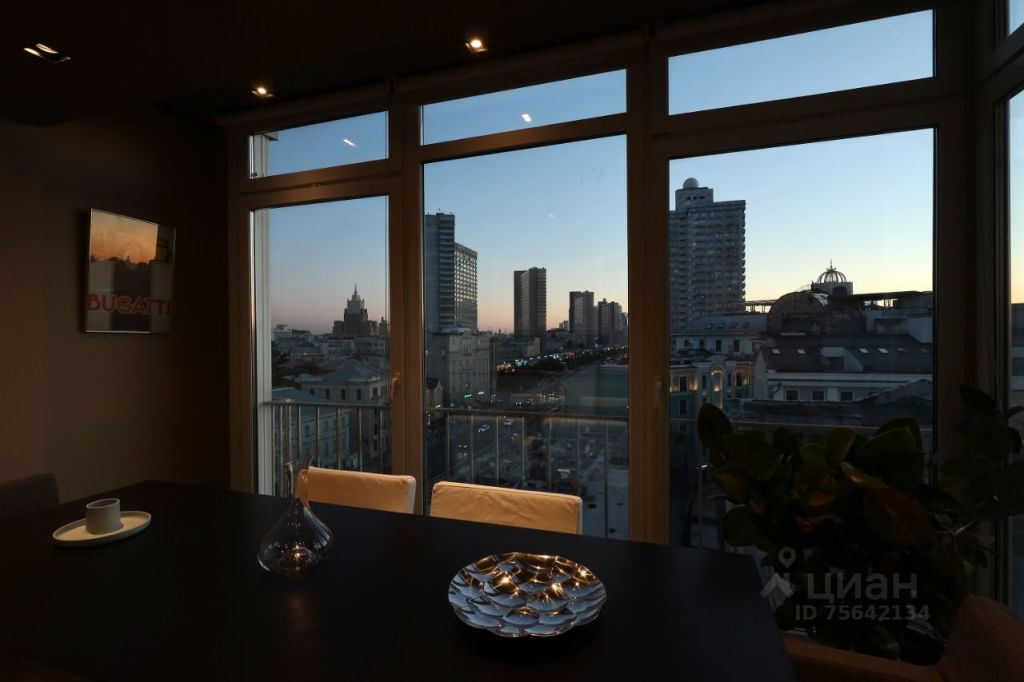 Продажа двухкомнатной квартиры Москва, метро Арбатская, Никитский бульвар 5, цена 35000000 рублей, 2021 год объявление №644535 на megabaz.ru