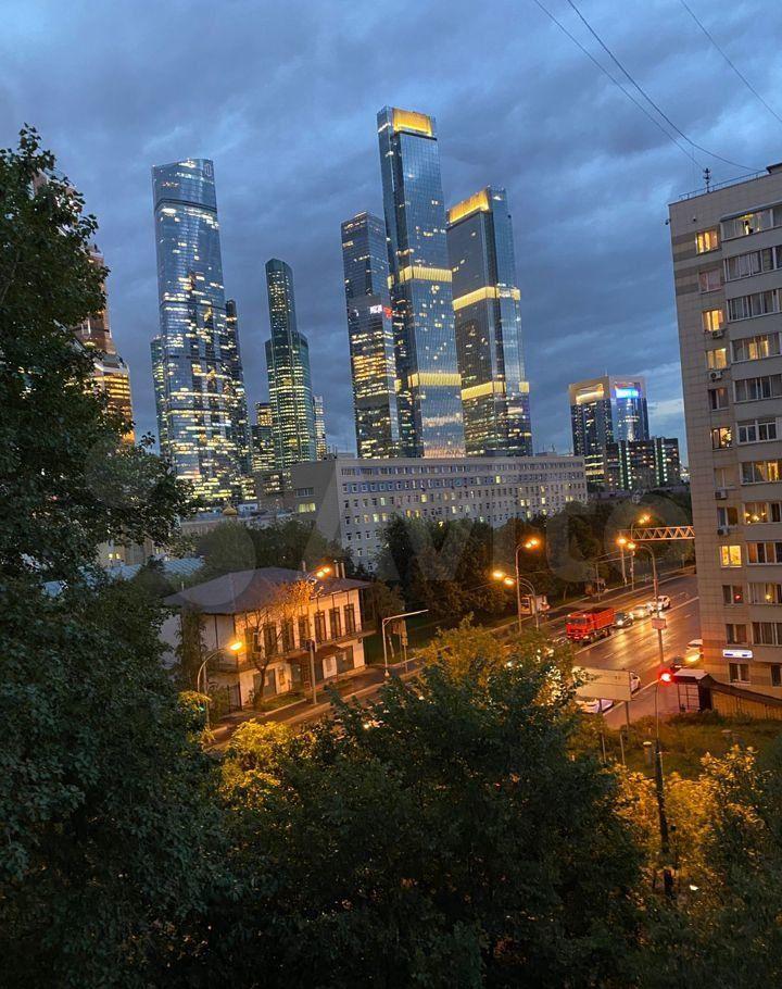 Аренда однокомнатной квартиры Москва, метро Выставочная, Шмитовский проезд 22, цена 45000 рублей, 2021 год объявление №1459810 на megabaz.ru