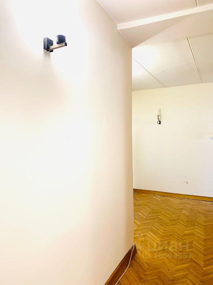 Аренда комнаты Москва, метро Арбатская, Большая Никитская улица 37с1, цена 42000 рублей, 2021 год объявление №1419908 на megabaz.ru