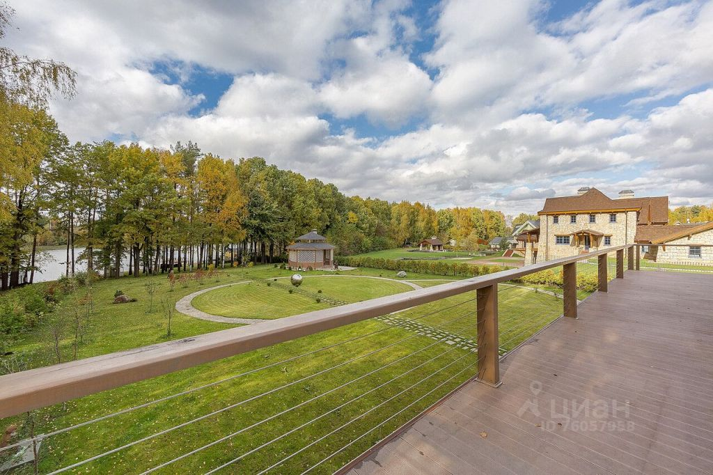 Продажа дома деревня Бережки, цена 130000000 рублей, 2021 год объявление №656268 на megabaz.ru