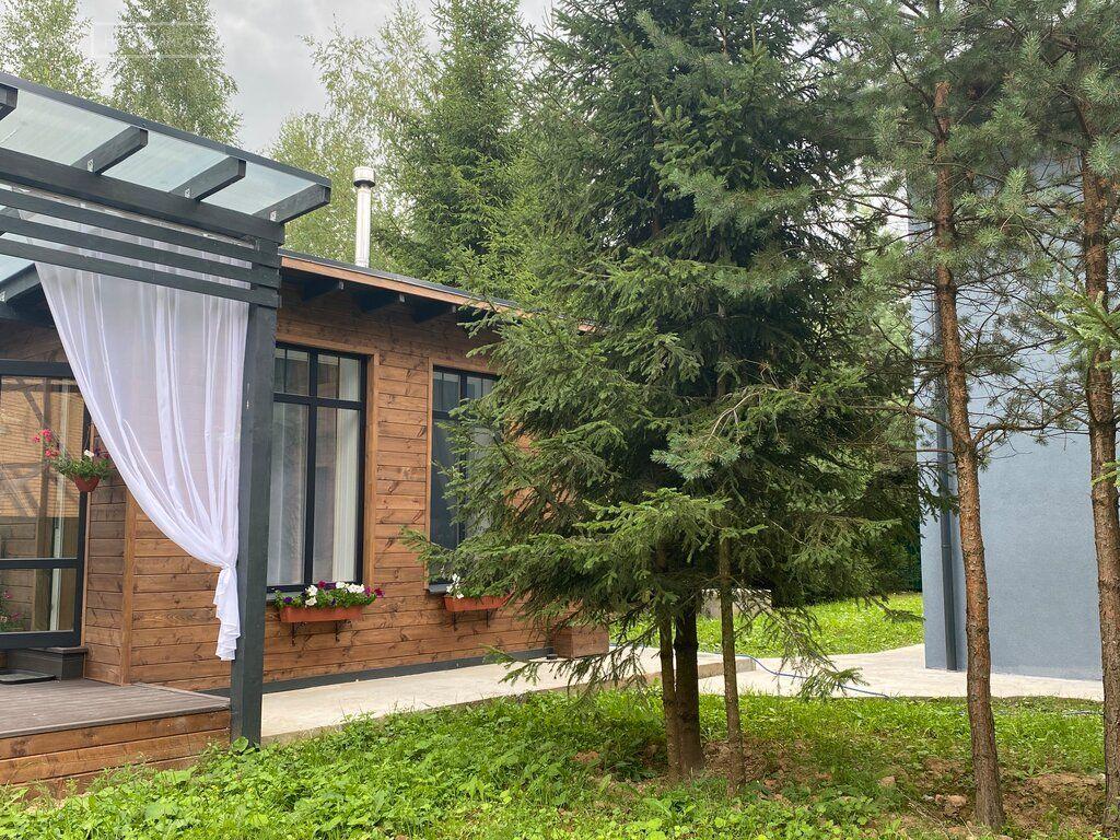 Продажа дома Москва, метро Пятницкое шоссе, Озёрная улица, цена 14800000 рублей, 2021 год объявление №666405 на megabaz.ru