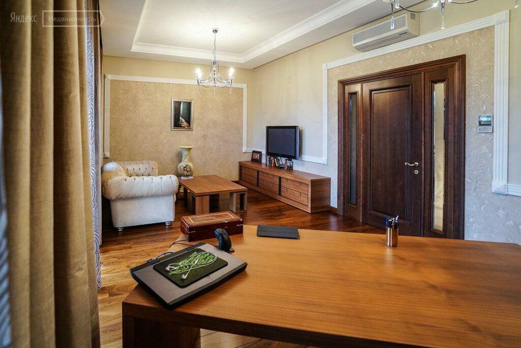 Продажа дома поселок Поведники, Центральная улица, цена 20000000 рублей, 2021 год объявление №692699 на megabaz.ru