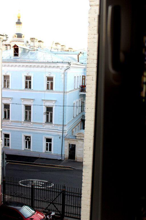 Аренда трёхкомнатной квартиры Москва, метро Китай-город, Малый Ивановский переулок 11/6с2, цена 80000 рублей, 2021 год объявление №1468817 на megabaz.ru